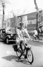 Soldat de l'air  en Velosolex Saigon 1951